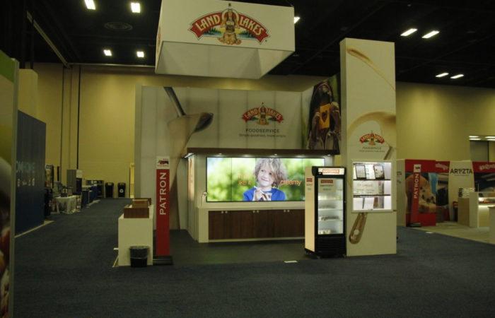 Exhibit Partners Land O'Lakes 1x5 LCD Videowall